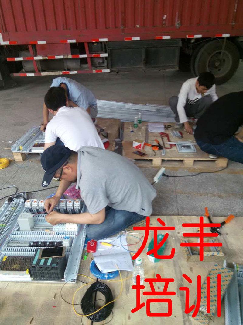 龙丰老师带学员做项目