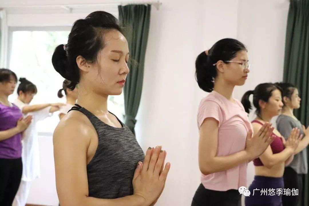 悠季瑜伽学院_广州悠季瑜伽告诉你,天气冷了不妨试试热瑜伽