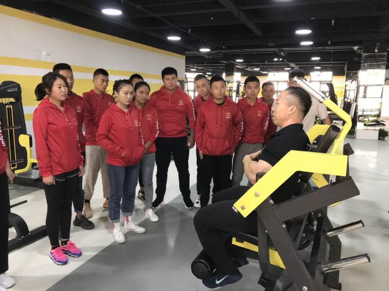 健身器械操作示范