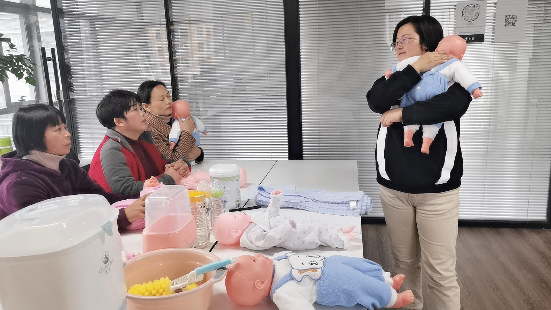 母婴护理培训班上课现场